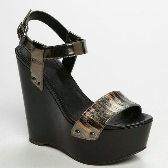 Vera Wang metallic Jamaya Leather wedge sandal